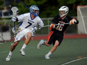 Darien's strong fourth quarter pushes the Blue Wave over Ridgefield